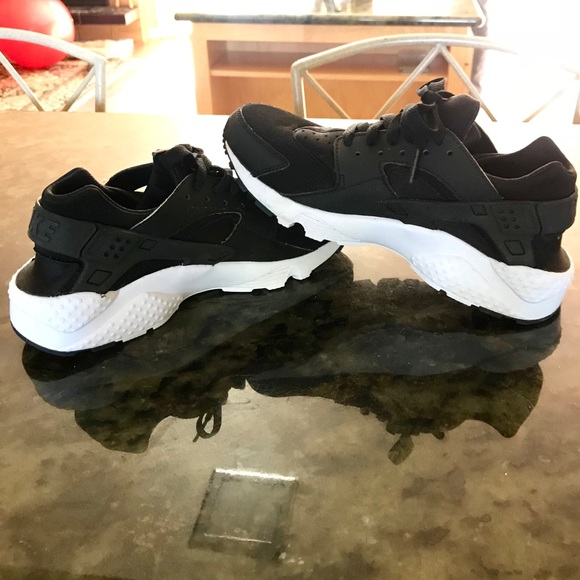 size 40 c3627 b8cff New Women's Nike Air Huarache Shoe